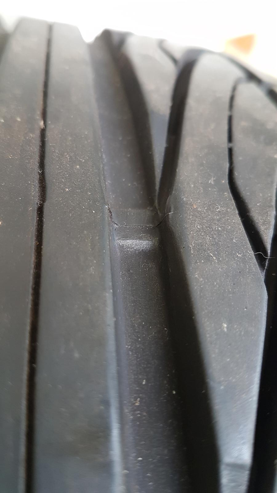 """(VENDO): 1 roda original traseira com pneu 16"""" para R170 SLK até ano 2.000 - R$600,00 2u57tyu"""