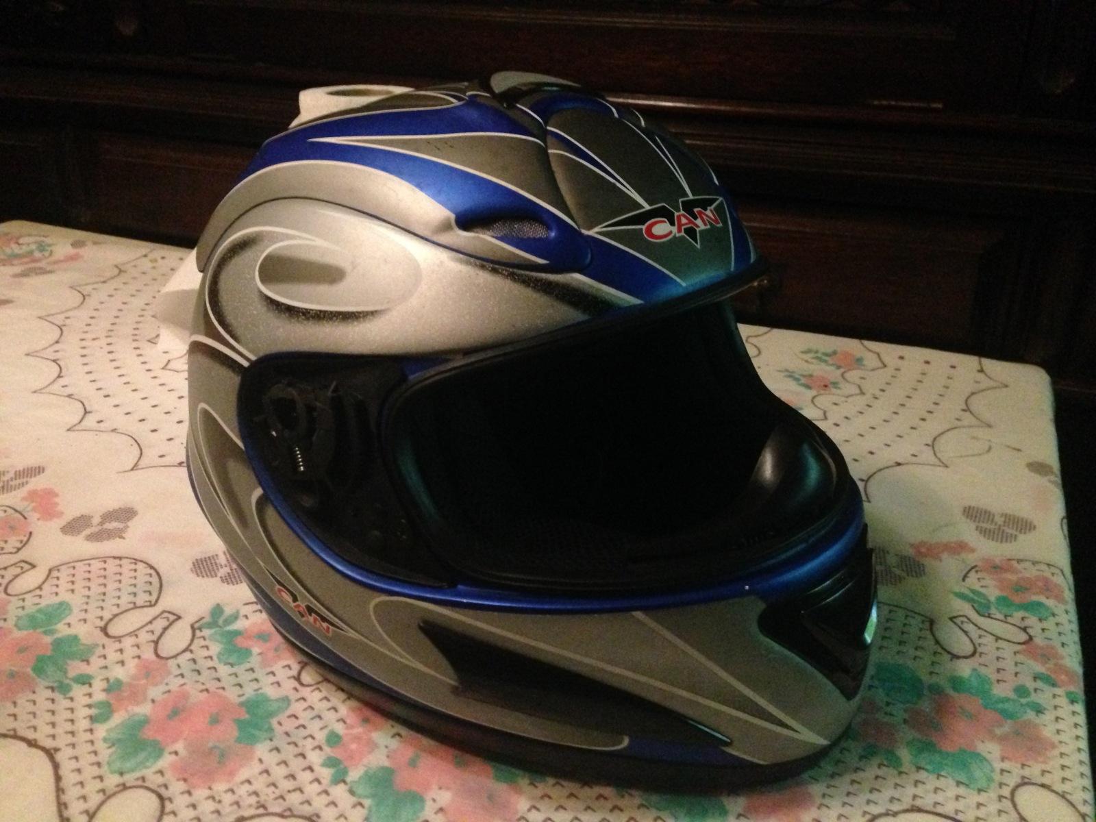 Autocolantes na moto/capacete  343oj08