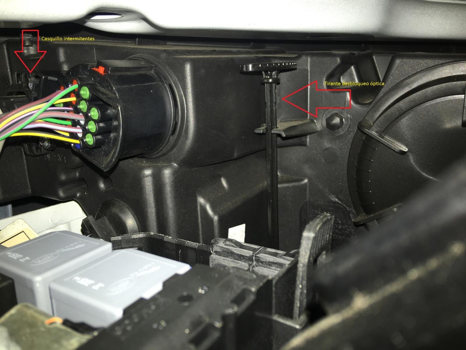 Desmontar ópticas delanteras para cambio pilotos intermitentes por LED 68xwmr