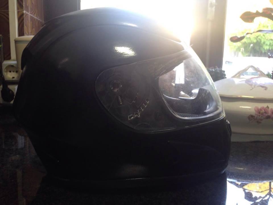 Autocolantes na moto/capacete  Auvyme