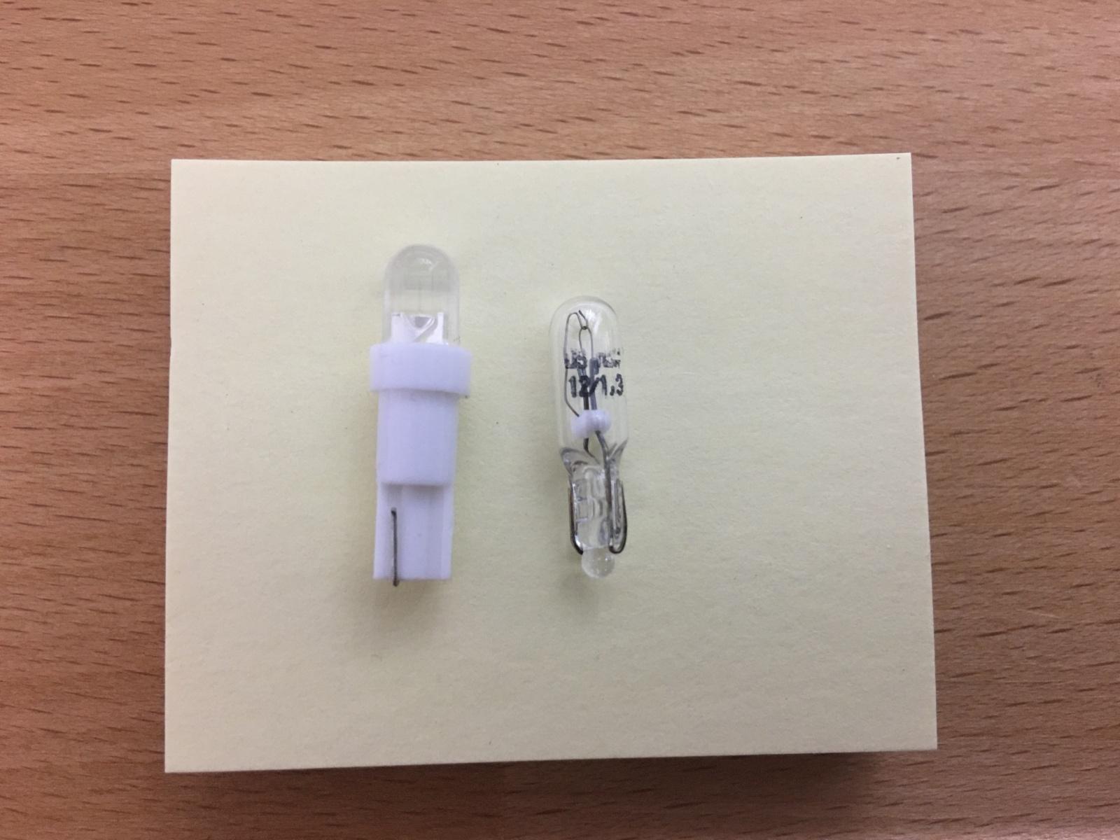 Cambiar bombillas luces cortesía sobre-puertas por LED J0idcg
