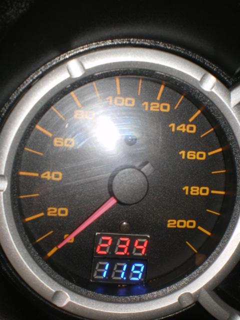 Βολτομετρο-θερμομετρο Negt2t