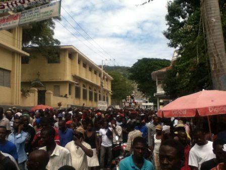Zway lavalas ak lopozysyon konfodi fann nan dengwann Martelly nan OKAP 17 oktob .IMG_2289_m