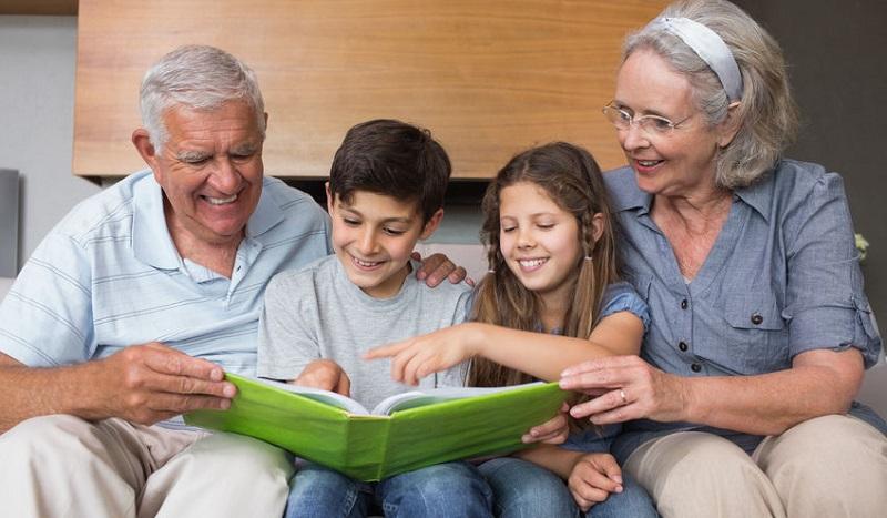 l'enseignement laïque et  laïcité a l'école - Page 4 Enfants-et-grands-parents-livre