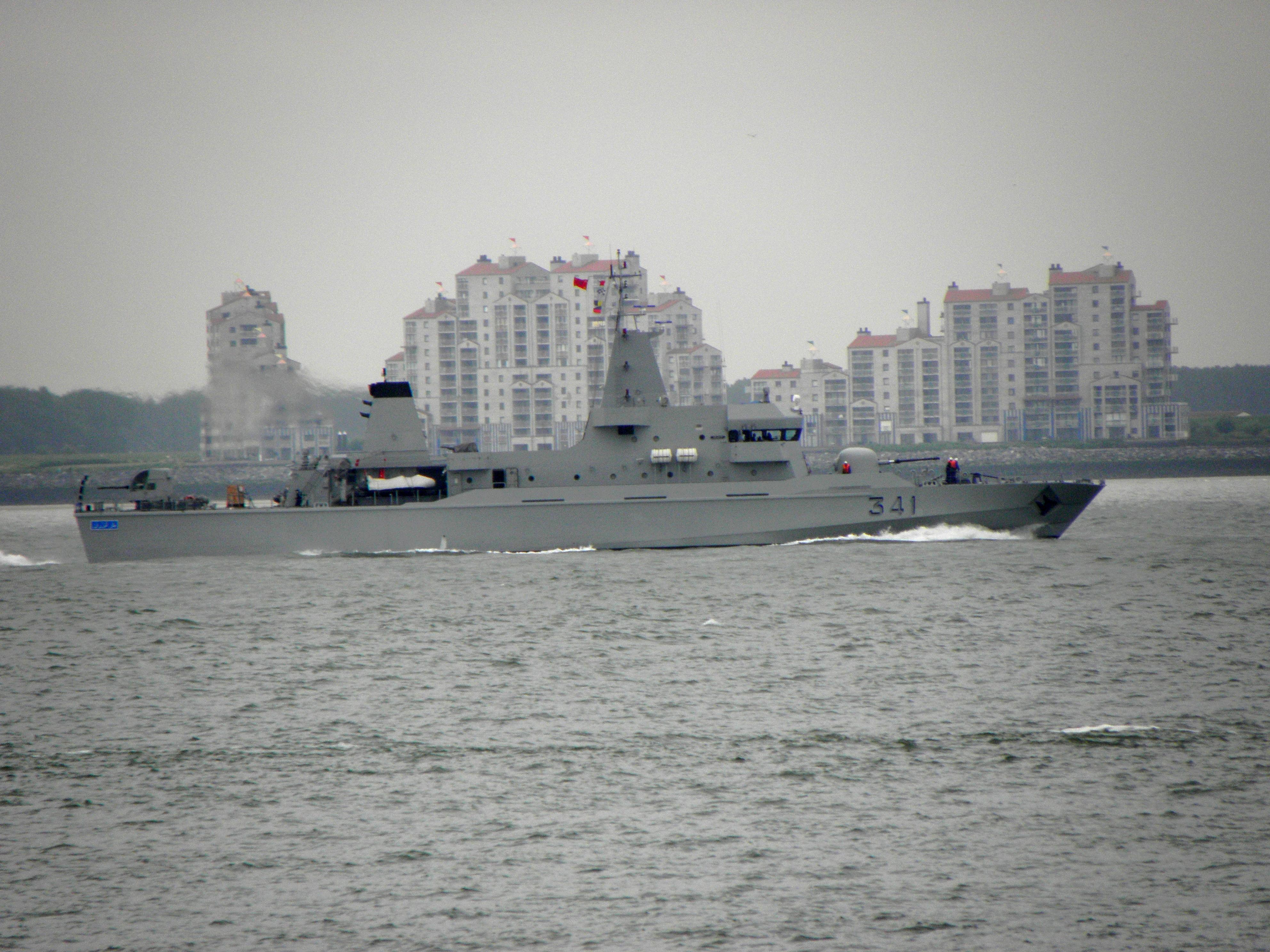 Royal Moroccan Navy OPV-70 / Classe Bir Anzarane - Page 5 Moroccan_patrol_vessel_opv_70_bir_anzarane__p341__by_dolfijn1962-daak2iy