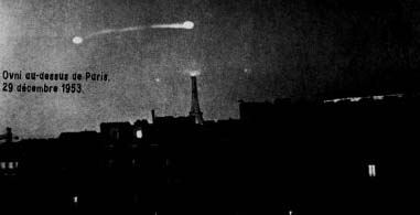 (1953) Ovni au-dessus de la Tour Eiffel Paris OVNI_France_023_Paris_29-12-1953