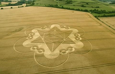 Un impressionnant crop circle apparaît dans le Wiltshire Cley-hill