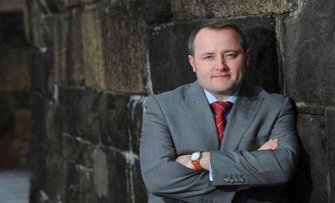 Un parlementaire gallois ose poser des questions ovnis Darren-millar