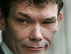 Gary McKinnon - le pirate qui cherchait la vérité sur les ovnis - Page 2 GaryMcKinnon2_small