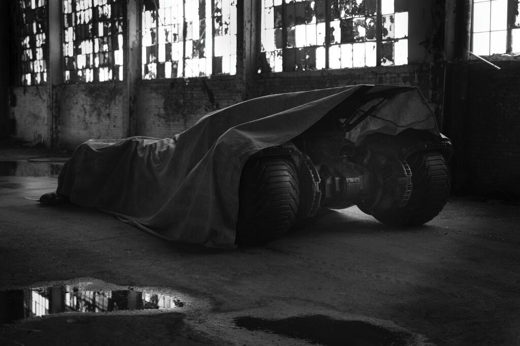 Confirmada la JLA de Zack Snyder Batmobile-bvs