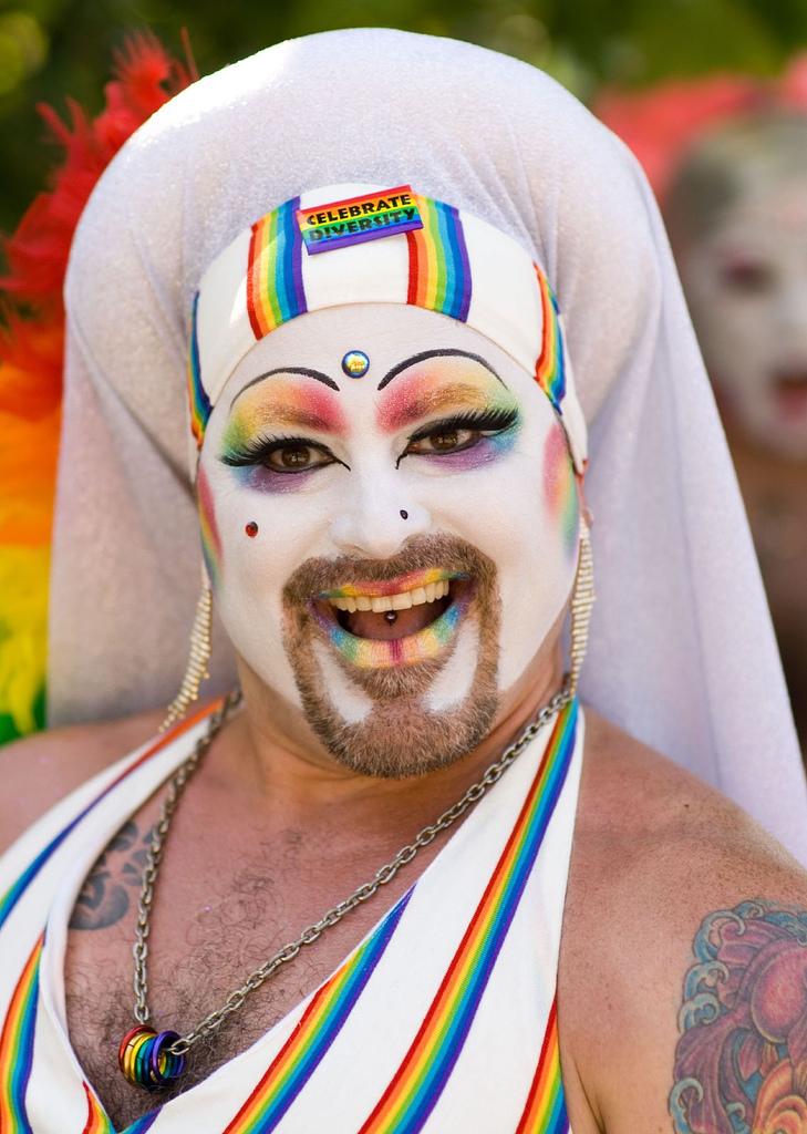 Barney Stinson Chronicle Ep 25 : Quel Personnage de Manga es-tu ? Envoi BS au 6969 Gay_pride_parade