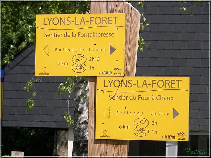 Lyons la Forêt : La Fontaineresse 20080512_012