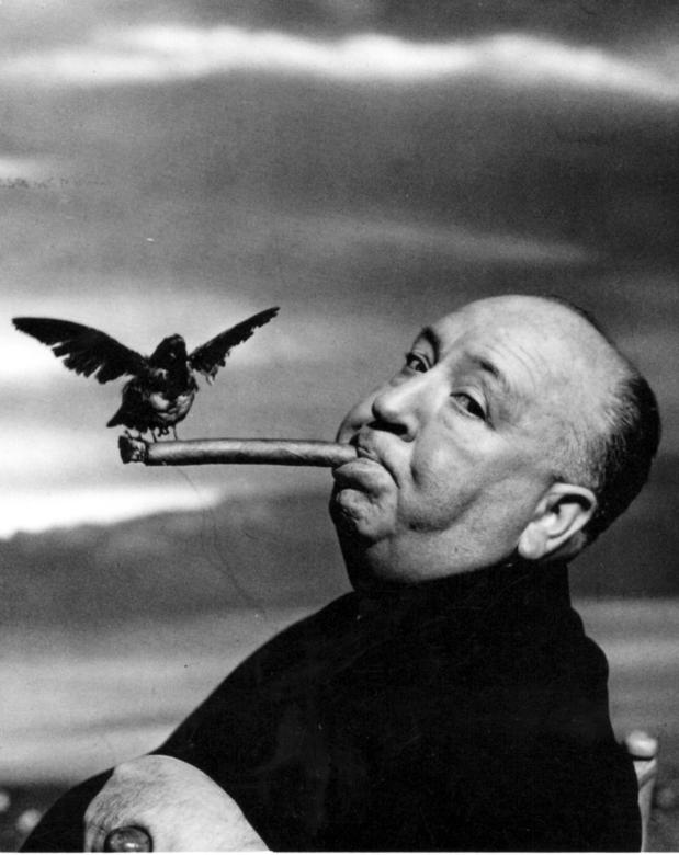 Efemérides Alfred%20hitchcock%20during%20the%20filming%20of%20the%20birds%20%201962