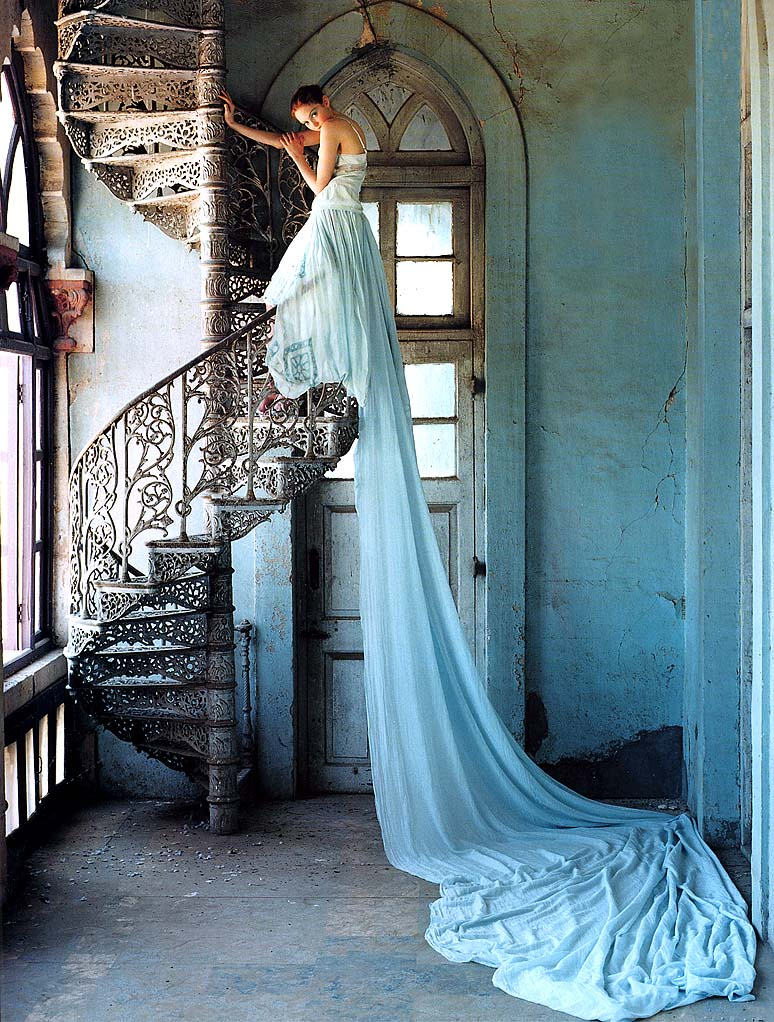 Images légendées - Page 4 Tim-walker-stairway-lily-cole3