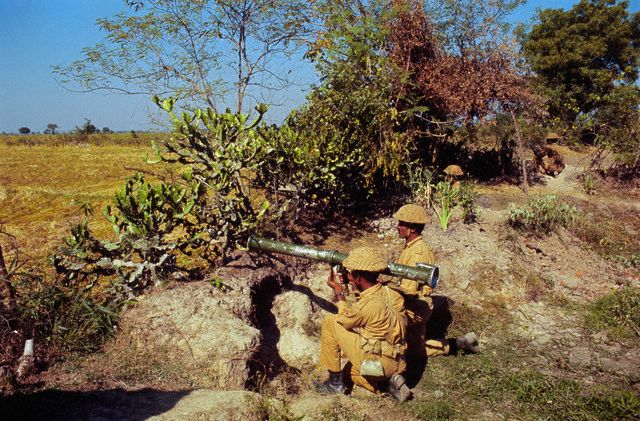 guerre de 1971 1971-Pakistansoldiers4dec