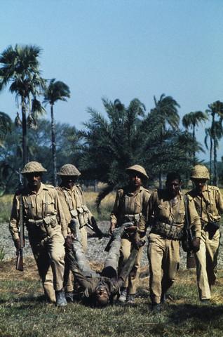 guerre de 1971 1971-carryanindianofficer