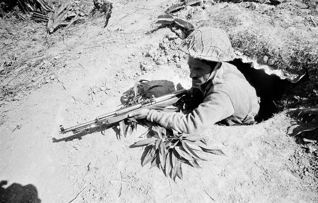 guerre de 1971 1971-soldiersawaitattack