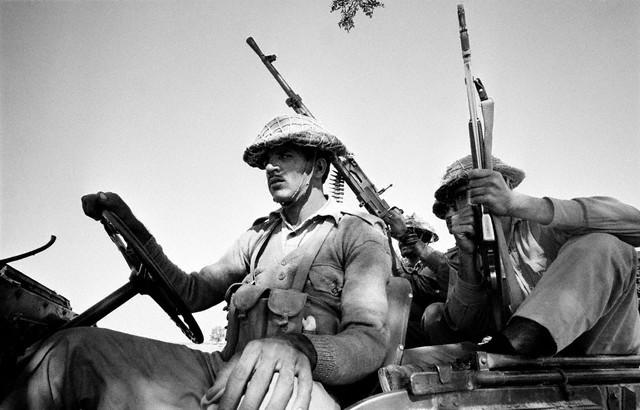 guerre de 1971 1971-soldiersnearthefront