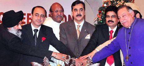 طاہر القادری Pakistan-christmas-01