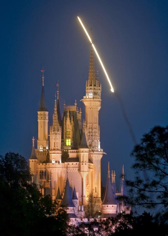 Discovery (STS-131) vue depuis Walt Disney World Ssc001128SMALL
