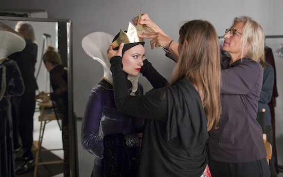 Les stars posent pour Annie Leibovitz pour les campagnes marketing Disney - Page 2 Ane596543SMALL