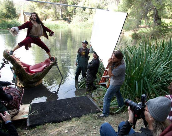 Les stars posent pour Annie Leibovitz pour les campagnes marketing Disney - Page 3 Rba102102SMALL