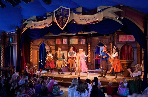 [Disneyland Park] Nouveautés à Fantasyland: Fantasy Faire (12 mars 2013) et Mickey and the Magical Map (25 mai 2013) - Page 5 Tantantuy637812111-613x403