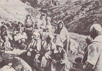 MASAKRIMET E USHTRIVE TURKE NË TROJET E ARBËRIT Shperngulja-shqiptareve_turqi