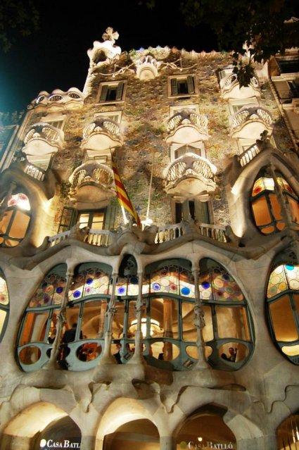 Gaudijeva arhitektura - Page 2 Barsa%202