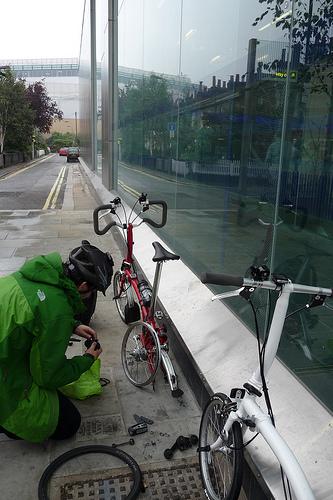 Comment poser le vélo pour réparer une crevaison. Roue%20arriere