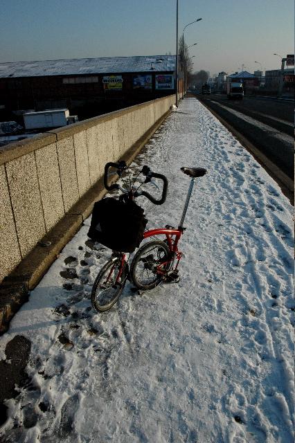 Sous la neige en ville: Brompton 1 - Voiture 0 - Page 2 SDSC_0143