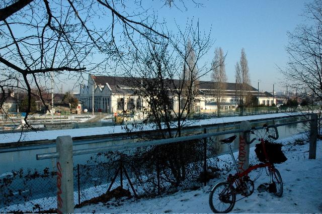 Sous la neige en ville: Brompton 1 - Voiture 0 - Page 2 SDSC_0196