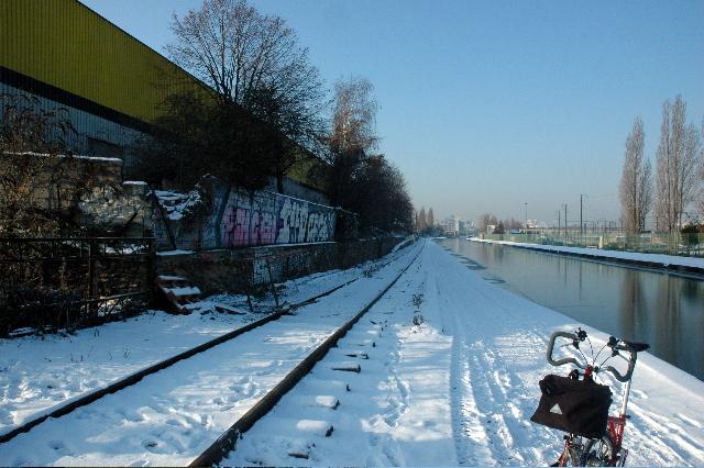 Sous la neige en ville: Brompton 1 - Voiture 0 - Page 2 SDSC_0203