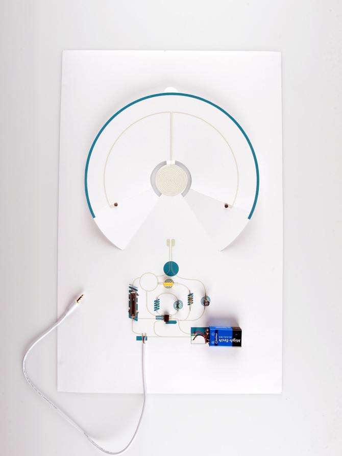 Un haut-parleur avec une simple feuille de papier Planche%20anatomique%20vue%20de%20haut