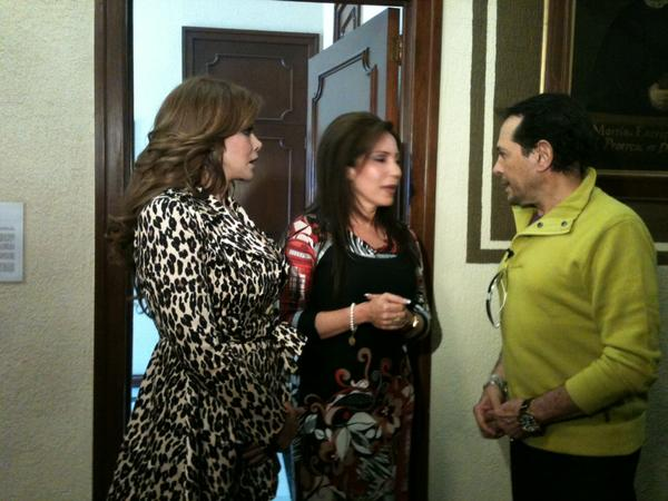 Лусия Мендес/Lucia Mendez 4 - Страница 30 A80ASbKCMAA-7qk