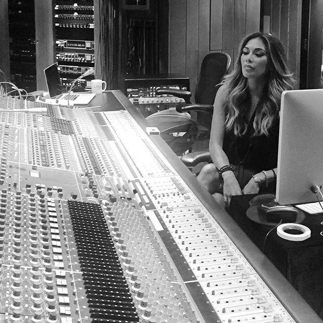 Nicole Scherzinger >> preparando nuevo álbum. CMV23j-WsAAOGa4