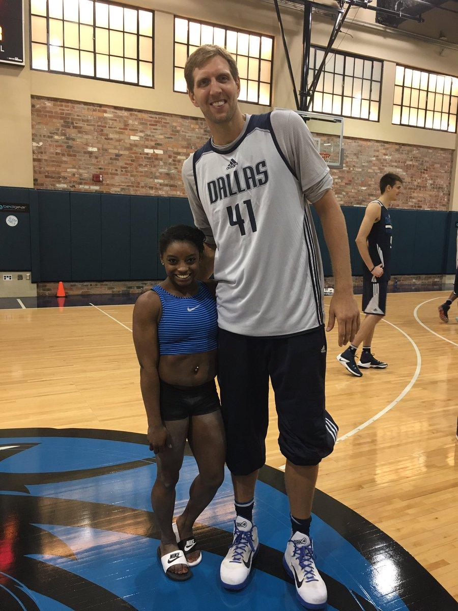 ¿Cuánto mide Simone Biles? - Altura - Real height CtyzmiFVUAAHhY-