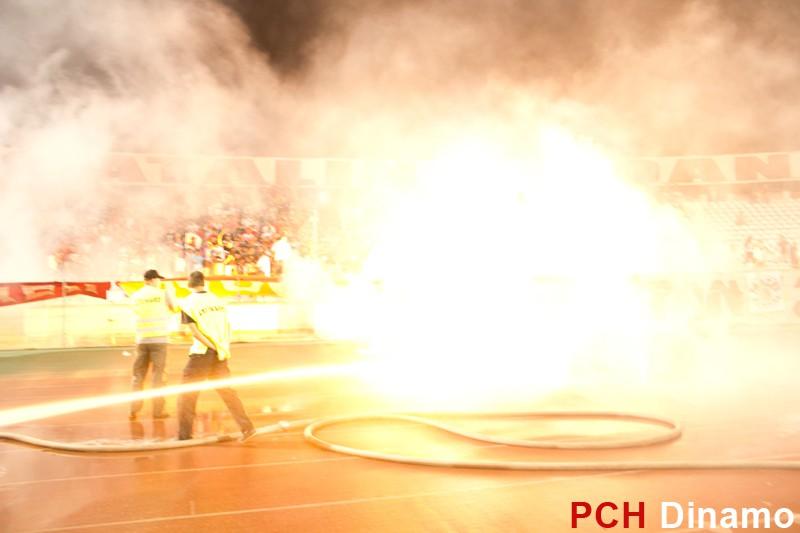 Pyro - Pagina 2 Dinamo-Rapid-4