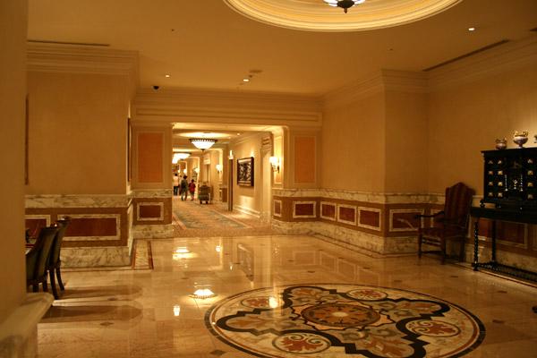 [Tokyo Disney Resort] Guide des Hôtels Couloir_Iks1-102
