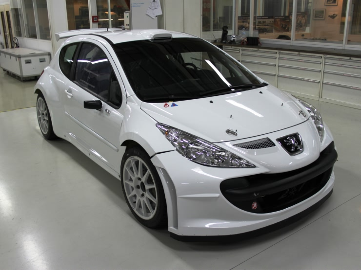 Difference between Peugeot 207 S2000 Evo 1 and 2 Pug2012