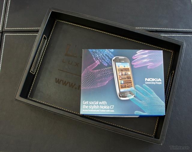 Trên tay Nokia C7-00 chính hãng 97594ccf831929843_DSC01362