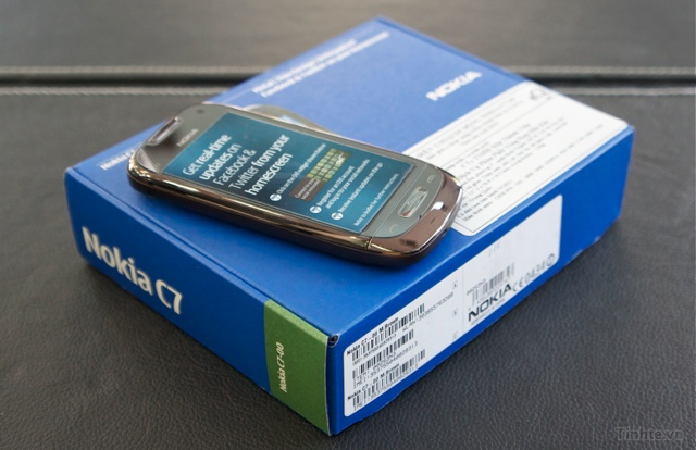 Trên tay Nokia C7-00 chính hãng 97594ccf8328b99d8_DSC01366