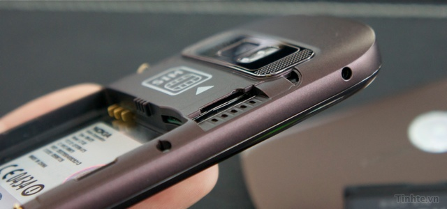 Trên tay Nokia C7-00 chính hãng 97594ccf835bd64fb_DSC01395