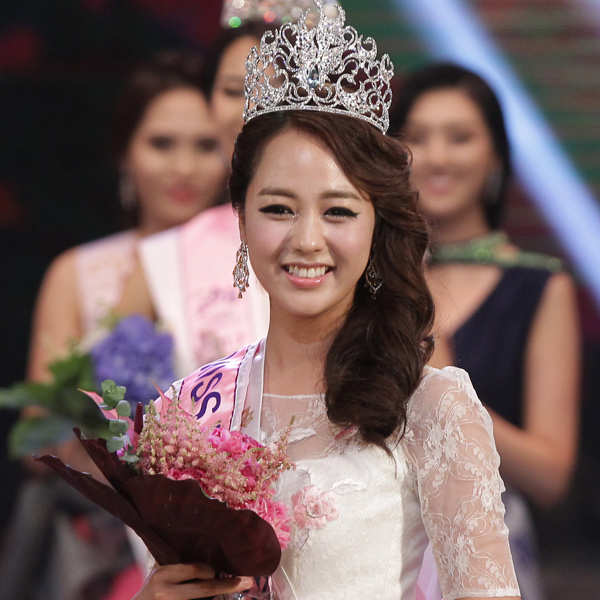 [OffTopic] Miss Universo. Yoo-Ye-Bin-21-poses-after-winning-the-2013-Miss-Korea-Beauty-Pageant-at-Sejong-Center-on-June-4-2013-in-Seoul-South-Korea-