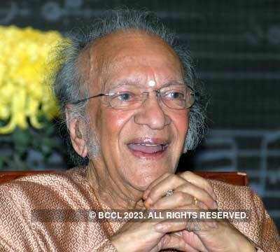 'PANDIT' RAVI SHANKAR - the famous sitar player from India! Pt-Ravi-Shankar-at-Press-Meet-