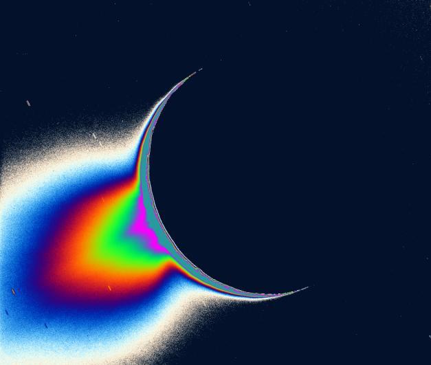 Cassini va s'approcher des geysers d'Encelade ... PIA07759_modest
