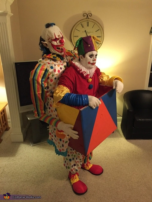 Od suze do osmeha... Scary_clown_carrying_a_jack_in_the_box4