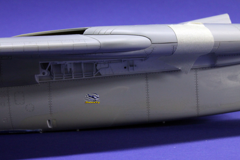 F-14A 1:32 Armement - Page 31 Aile%20075