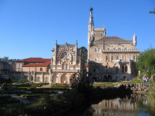 جمهورية البرتغال .. Batiments-et-institutions-chateaux-coimbra-portugal-5780755878-947663