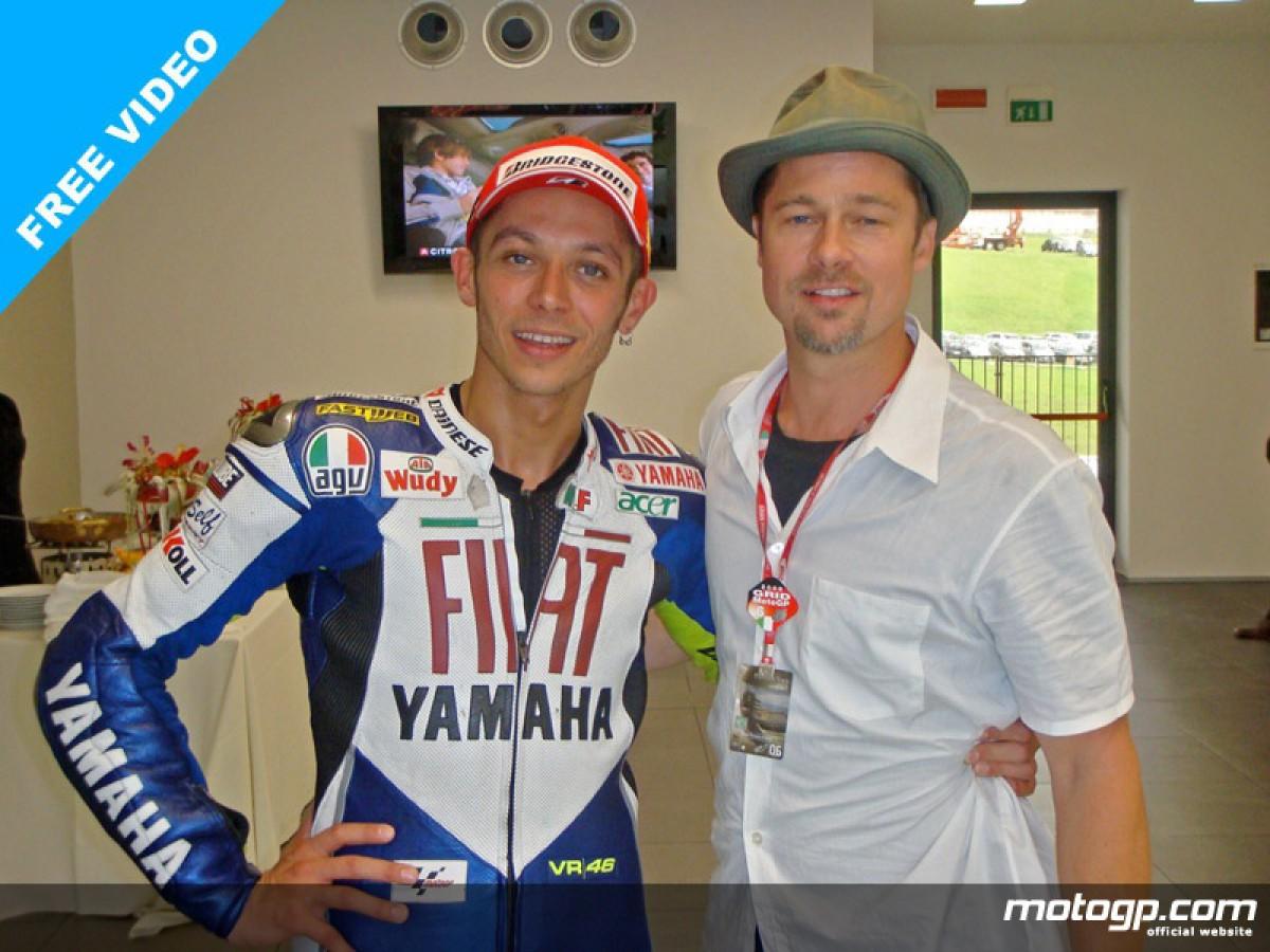 ¿Cuánto mide Valentino Rossi? - Altura - Real height 223638_hollywood-star-brad-pitt-congratulates-valentino-rossi-after-the-doctor-seventh-win-at-mugello-800x600-jun1.jpg..big